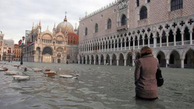 Venetia va putea fi protejata de inundatii. Un sistem de diguri mobile a fost testat cu succes