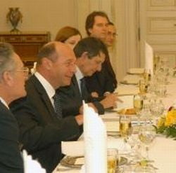Veniti de luati mancare! De la Basescu...