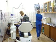 """Veniturile dentistilor suceveni sunt afectate de prezenta """"medicilor migratori"""" din Ucraina, dar si din Iasi"""