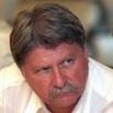 Verestoy Attila isi vinde fondurile de investitii