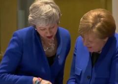 Veselie la summitul unde se decide soarta Brexitului: May si Merkel rad privind tableta cancelarului (Video)