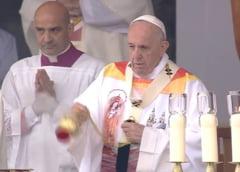 Vesmantul purtat de papa Francisc la Sumuleu Ciuc este creat de o romanca: Nu m-am gandit la materiale poleite cu aur