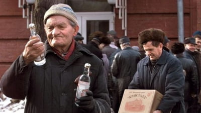 Veste buna pentru rusi: e recesiune, asa ca votca se ieftineste