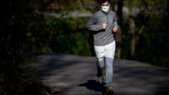 Vesti bune: masca de protectie in timpul exercitiilor fizice nu afecteaza plamanii