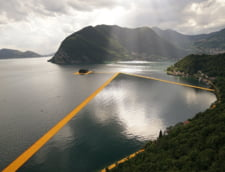 Vezi cum arata podul plutitor care te face sa simti ca mergi pe apa (Foto & Video)