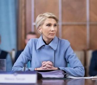 Vicepremierul Raluca Turcan anunta reduceri de personal in ministere si institutii publice