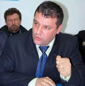 Viceprimarul Devei, propus pentru excluderea din PNL, pentru ca s-a dat cu PD-L