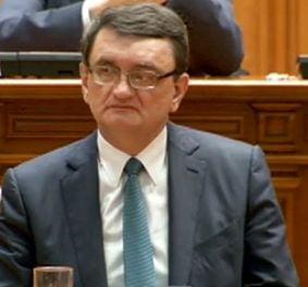 Victor Ciorbea este noul Avocat al Poporului - PNL, PDL si PP-DD au parasit plenul inainte de vot
