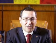 Victor Ponta, Craciun cu familia, in jurul bradului