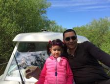 Victor Ponta, alaturi de fiica sa, intr-o barca prin Delta Dunarii