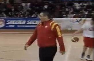 Victor Ponta, la un meci caritabil de baschet organizat de Antena3