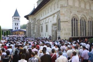 Victor Ponta merge de Sfanta Maria la hramul Manastirii Putna