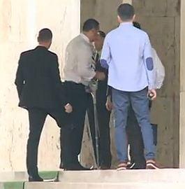 Victor Ponta s-a intors in tara: S-a dus la Guvern in carje