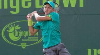Victorie pretioasa la Australian Open pentru un junior roman cotat cu sansa a patra la cucerirea trofeului