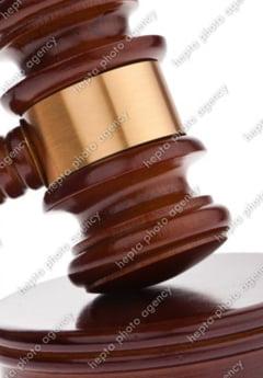 Viitorii magistrati asista inmarmuriti la ce se intampla cu Legile Justitiei. Unii spun ca vor sa plece din tara, altii renunta la visul lor