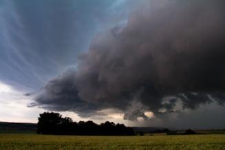 Vijelii în mai multe zone din țară. Meteorologii au emis avertizare cod galben