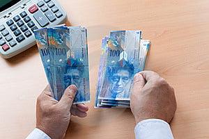 Vin zile grele pentru cei care au credite in franci elvetieni