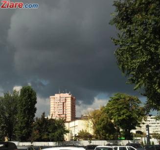 Vine un ciclon peste Romania cu coduri galbene si portocalii de frig si ninsoare pana vineri (Vezi hartile)