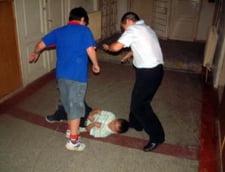 Violenta in scoli, la cote alarmante - cauze: droguri, alcool, invidie