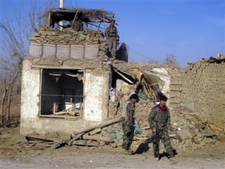 Violente in Afganistan: Bombe pe drumuri si civili morti in schimburi de focuri