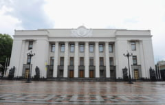 Violente in fata Parlamentului ucrainean: politisti raniti, fumigene, zeci de arestari