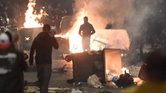 """Violente intre manifestanti si politisti in Napoli, la protestele fata de masurile anti-COVID. """"Vom inchide totul"""""""