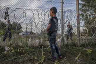 Violente la granita Ungariei cu Serbia: Politia a pus tunurile cu apa pe imigranti