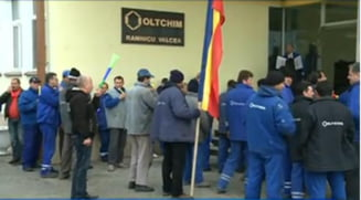 Violente la protestele Oltchim si Arpechim, dupa negocieri esuate la Guvern: Vrem sa muncim! (Video)