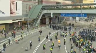 Violentele continua la Hong Kong: Protestarii ii cer lui Trump sa elibereze orasul