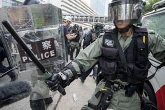 Violentele si protestele din Hong Kong nu se opresc: Zeci de persoane au fost arestate, s-au aruncat sticle incendiare