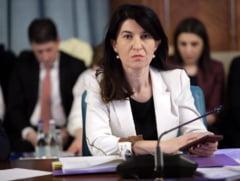 Violeta Alexandru taie 1 din 4 posturi din Ministerul Muncii