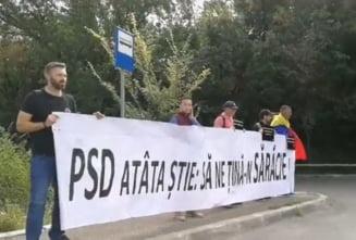 "Viorica Dancila, huiduita cand a ajuns la Iasi: ""PSD atata stie: sa ne tina in saracie!"" (Video)"