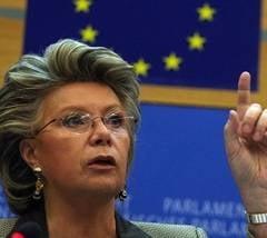 Viviane Reding: CE, in continuare ingrijorata de atacurile impotriva democratiei in Romania (Video)
