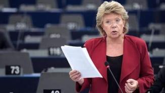Viviane Reding ia apararea rromilor: Si ei sunt fiinte umane