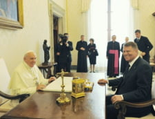 Vizita prezidentiala la Vatican: Carmen Iohannis, in genunchi la mormantul Papei Ioan Paul al II-lea