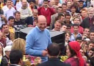 Vizita surpriza a lui Traian Basescu la Festivalul Rromilor