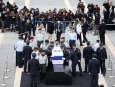 Vizitatori la sicriul lui Ariel Sharon