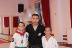 Vlad Artene si Mihai Neagu, in varsta de 13 ani, la Campionatele Mondiale de Ju-Jitsu, derulate in Muntenegru Interviu cu Cristian Schiopu si Ionut Carp, antrenorii celor doi tineri
