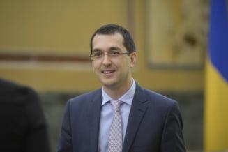 """Vlad Voiculescu: """"Am castigat procesul cu Compania Municipala de Iluminat Public Bucuresti"""". Procesul a pornit de la bannere montate pentru PSD"""