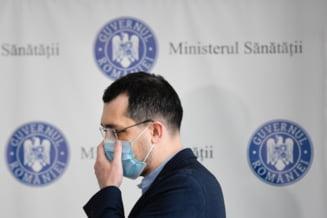 """Vlad Voiculescu, departe de o reintoarcere in Ministerul Sanatatii. """"A iesit pe usa din dos din politica si nimeni nu-l regreta"""""""