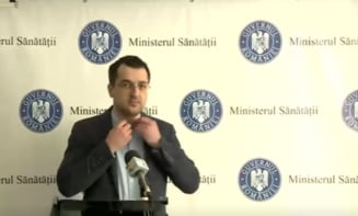 "Vlad Voiculescu, surprins fara masca inaintea conferintei de presa: ""Sa nu cumva sa intre cineva sa ma vada ca sunt fara masca, cand e cineva langa mine"" VIDEO"