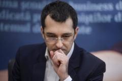 Vlad Voiculescu reactioneaza dupa ce Firea a spus ca-l da in judecata: Ea sa dea socoteala familiilor care isi plang mortii