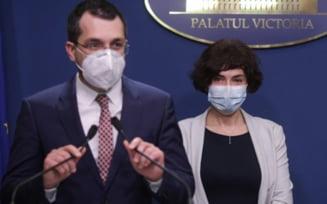 """Vlad Voiculescu si Andreea Moldovan au fost demisi de la Ministerul Sanatatii. Citu: """"I-am inaintat presedintelui Klaus Iohannis documentele de revocare"""""""