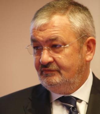 Vladescu: Scaderea economiei cu 0,5% ia in calcul reducerea consumului