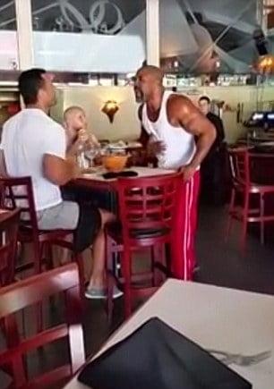 Vladimir Klitschko s-a batut intr-o pizzerie cu Shannon Briggs (Video)