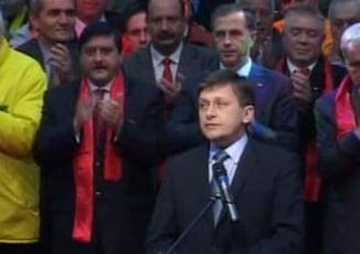 """Voinescu: Nu ma asteptam sa il vad pe Crin Antonescu in """"jacheta rosie"""" a PSD"""