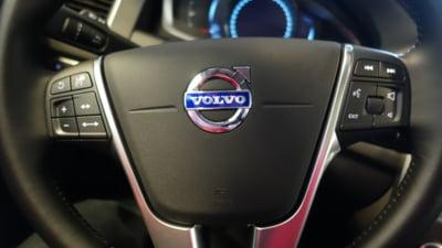 Volvo recheamă aproape jumătate de milion de mașini în service. Airbagurile pot deveni mortale în cazul accidentelor