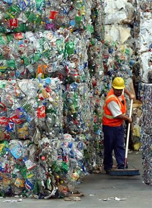 Vom primi bani pentru PET-urile reciclate