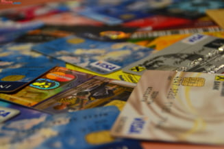 Vom putea scoate bani cu cardul si de la magazinele cu POS