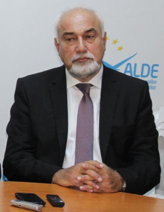 """Vosganian, invitat la conferinta PSD Iasi, a stat """"un ceas"""", s-a suparat si a plecat"""